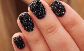 Чем посыпают ногти для дизайна