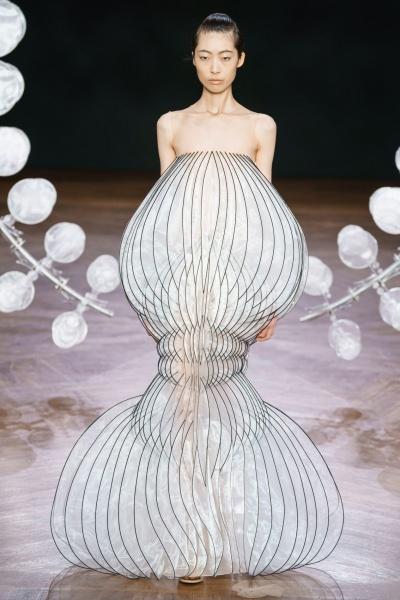 Свадебные платья будущего в коллекции Айриса ван Херпена