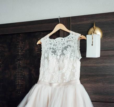 Соблюдая свадебные традиции: кто платит за платье невесты