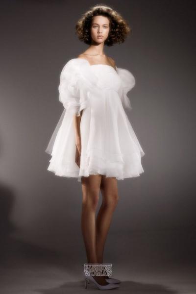 Из крайности в крайность. Свадебные платья 2020